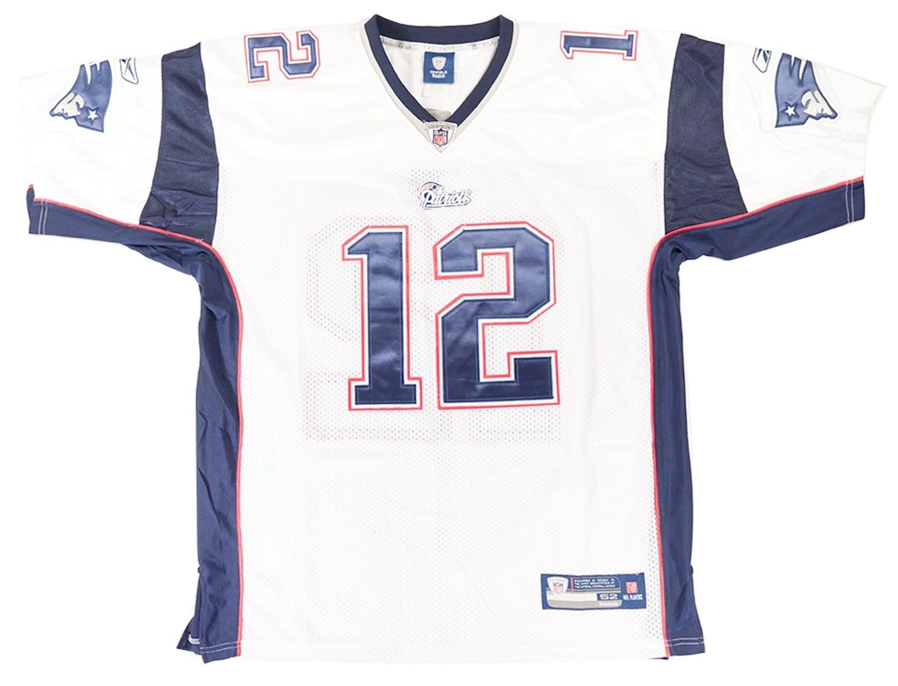 Tom Brady Autographed New England Patriots Reebok On Field Jersey (Mounted  Memories) e6f222700